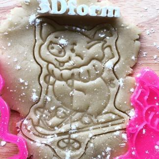 Вырубка+штамп «Свинка на лыжах»
