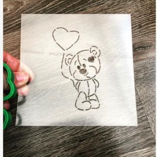 Вырубка+трафарет «Мишка с шариком»